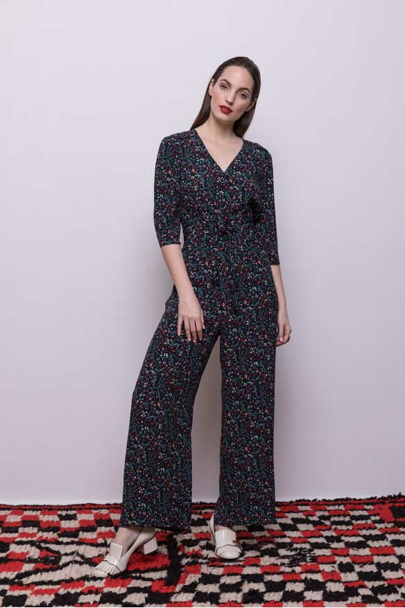 Suit with floral print