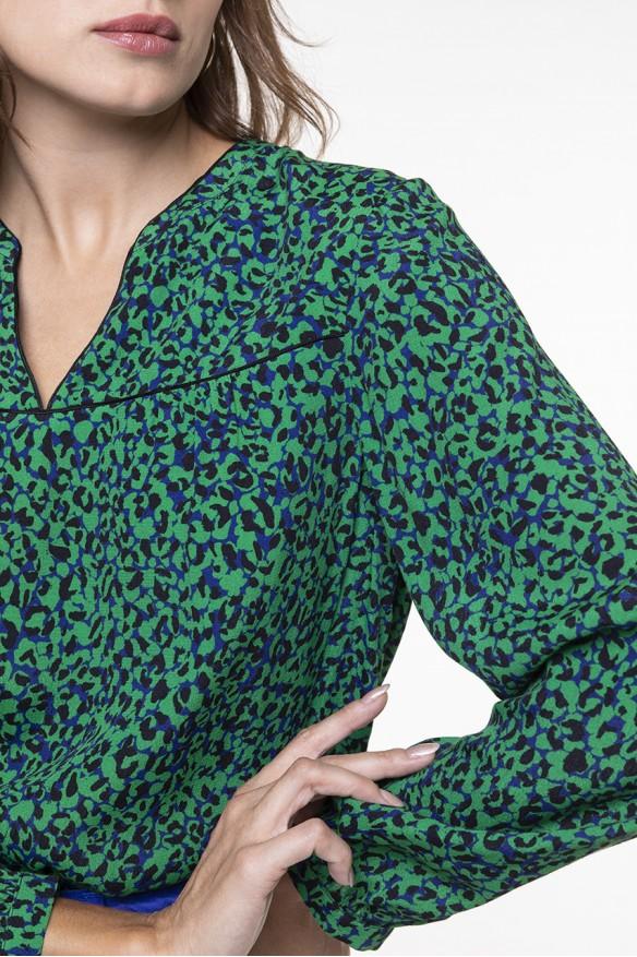 Top manches longues à l'imprimé tacheté vert et noir