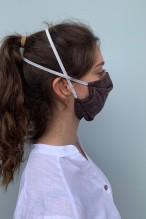 Lot de 2 masques barrières marron avec un imprimé visage ocre