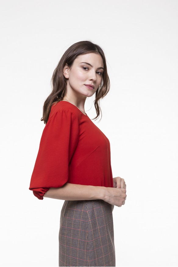 Red top with round neck and balloon sleeves