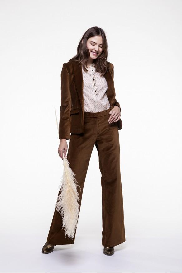 Smooth camel velvet flared pants