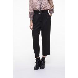 Pantalon ceinturé noir à fines rayures écrues