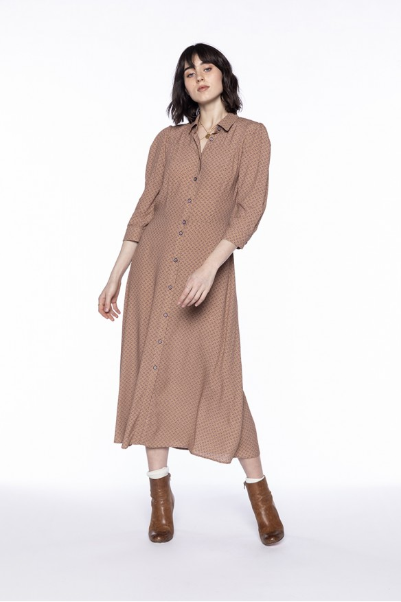 Robe chemise à l'imprimé beige rosé
