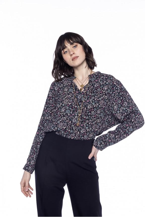 Chemise sans col à l'imprimé floral fond noir