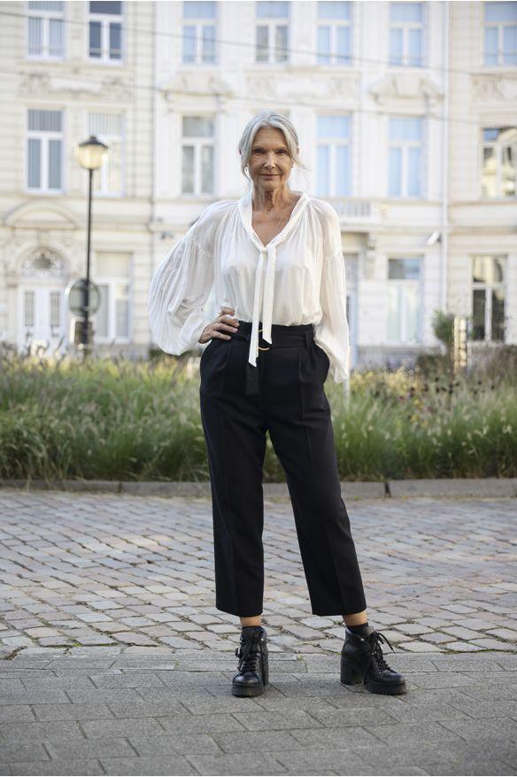 Pantalon ceinturé noir en laine mélangée