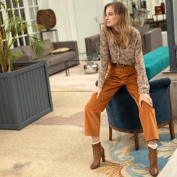 On vous a préparé le parfait outfit pour attaquer la semaine qui arrive :  👉PERSE: notre pantalon worker en velours côtelé. Une magnifique qualité made in france , dans un très beau coloris ocre super tendance  👉PEGOU : notre élégante chemise sans col à l'imprimé fleuri fond écru Un combo idéal que vous soyez en télétravail, au bureau ou en RDV !  Bon courage à toutes pour la semaine 💪😘  #wonderwomen #newweek #ootd ##velourscotelé #cheminsblancs