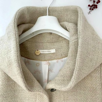 Focus sur la jolie capuche de notre Solbiac ! Un manteau en laine vierge et lin 💌  #cheminsblancs #newcollection #winter #autumn #backtowork